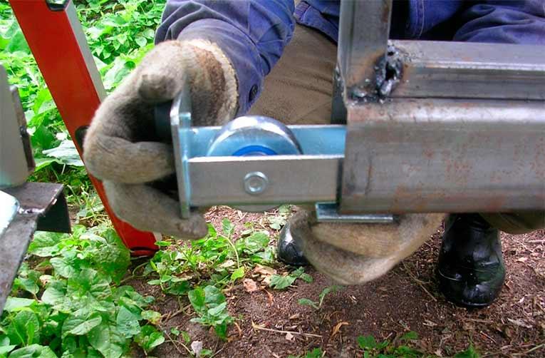 механические откатные ворота на роликах width=